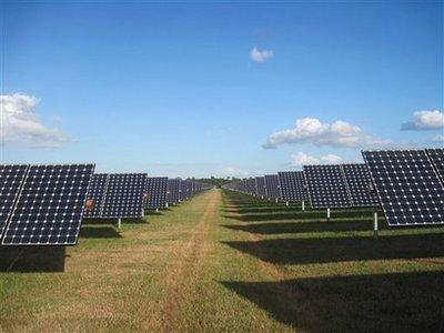 美国最大太阳能发电站开始投入使用