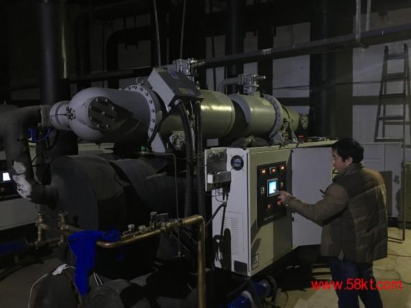 沈一冷的地源热泵机组维修调试。