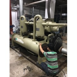特灵水冷螺杆式冷水机组维修, 特灵中央空调维修大修厂家进水烧电机大修