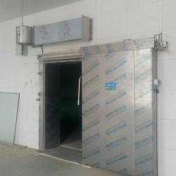 电动保温冷库门, 传动装置为齿条或链条,运行平稳,安全可靠